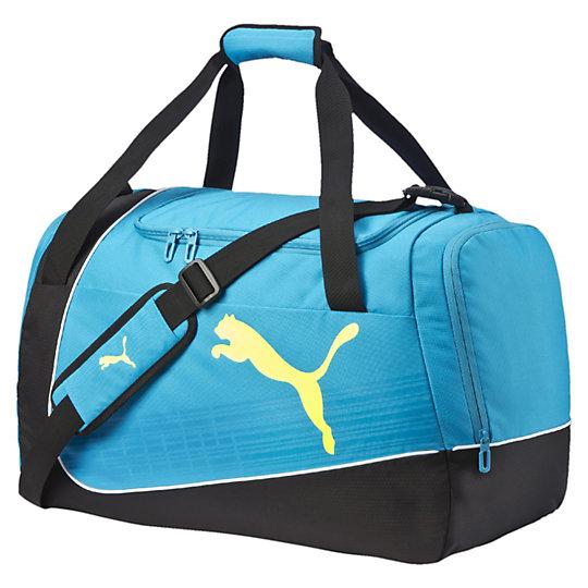 Сумка evoPOWER Medium BagСумки<br>Сумка evoPOWER Medium Bag  Спортивная сумка evoPOWER Medium Bag из серии PUMA Football — это удобная и вместительная сумка среднего размера, которая возьмет на себя основную заботу о вашем спортивном снаряжении и всех мелочах, которые пригодятся вам на тренировках. Сумка имеет множество комфортных отделений и оснащена не только короткими ручками для переноски, но и плечевым ремнем со смягчающей вставкой.  Коллекция: весна-лето 2016.Двусторонняя застежка-молния для основного отделенияОтделение для обуви на застежке-молнии с боковой стороныБоковой дополнительный карман на молнииРучки с застежкой-липучкой для легкой переноскиРегулируемые мягкие лямкиРазмер: 63 x 33 x 26 cм.Материал: полиэстер<br><br>size RU: UA<br>gender: Unisex