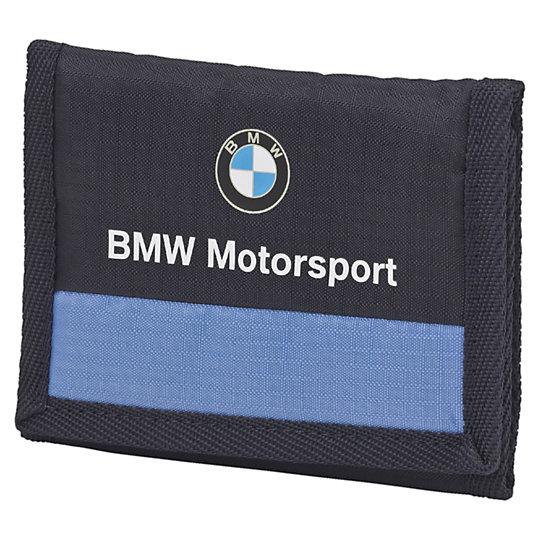 Кошелек BMW Motorsport WalletКошельки<br>Кошелек BMW Motorsport WalletКошелек BMW Motorsport Wallet -  функциональный и очень практичный кошелек, который организует и разместит любые мелочи, которые вы носите с собой: деньги, пластиковые карты, паспорт и прочие документы. Кошелек изготовлен из долговечного полиэстера и закрывается на застежку-липучку и создан для активных людей, ведущих стремительный современный образ жизни. Логотип BMW украшает переднюю часть кошелька и расскажет о вашем вкусе и предпочтениях. Коллекция: Весна-лето 2016  Застежка-липучка на основном отделении Внутренний кармашек для мелочи Прозрачный кармашек для паспорта Множество отделений для банкнот и пластиковых карт Принты BMW Motorsport и BMW Propeller на передней части Логотип Puma на задней части Материал: полиэстер с усиленными волокнами и с изнанкой из полиуретана<br><br>size RU: OSFA<br>gender: Unisex