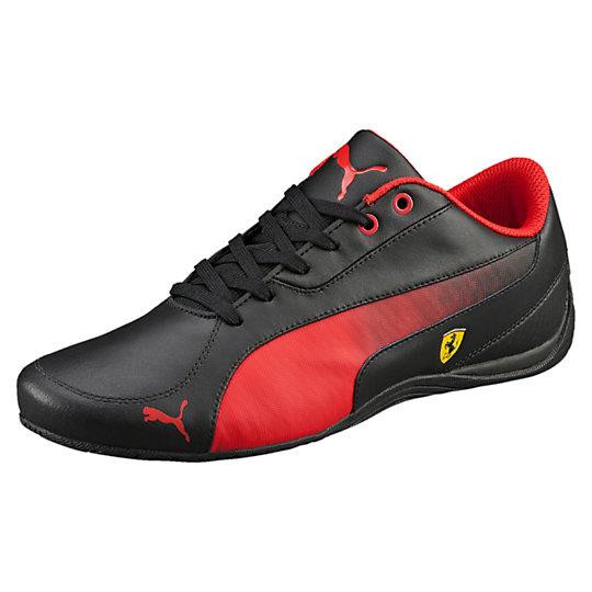 Кроссовки Drift Cat 5 SFКроссовки и кеды<br>Кроссовки Ferrari Drift Cat 5Модель Ferrari Drift Cat - один из самых востребованных классических силуэтов Puma для автоспорта. Верх из натуральной мягкой кожи идеально садится по ноге, а скругленная пятка необыкновенно удобна при вождении автомобиля. Выполненные в монохромном черном цвете с декоративными карбоновыми вставками сбоку, кроссовки Drift Cat идеально впишутся в любой гардероб и подчеркнут Вашу индивидуальность.Коллекция: Осень-зима 2016Материал верха: 57% кожа, 42% синтетический материал, 1% текстильМатериал подошвы:  Износостойкая резинаЦвета: черный, красный, белый<br>Закругленная пятка для комфортного вождения<br>Страна-производитель: Тайвань<br><br><br>size RU: 43<br>gender: Male