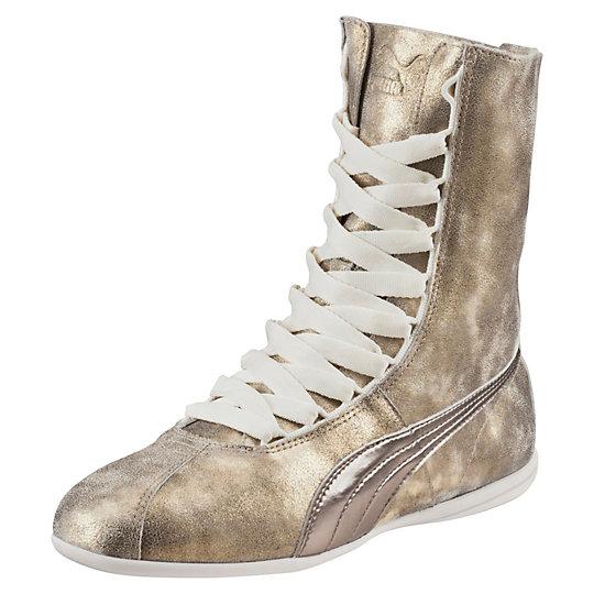 Кроссовки Eskiva Hi Metallic WnsКроссовки и кеды<br>Кроссовки Eskiva Hi Metallic Wns<br><br>Эксклюзивная модель из коллекции всемирно известной певицы Рианны, разработанная на основе легендарных боксерских кроссовок, выпущенных компанией еще в 60-е годы ХХ века, которые навсегда останутся в истории как обувь, созданная специально для чемпионов и победителей.  Стильный золотой цвет кроссовок отлично подойдет к любой одежде, а высокий голеностоп будет изящно подчеркивать красоту ваших ног. <br><br>Коллекция: весна-лето 2016 года<br>Качественная подошва, изготовленная из толстой резины, обеспечит долгую службу. <br>Кроссовки Eskiva Hi Metallic Wns – идеальное сочетание комфорта, качества и стильного дизайна, что, несомненно, порадует каждую модницу. <br><br><br>size RU: 34.5<br>gender: Female
