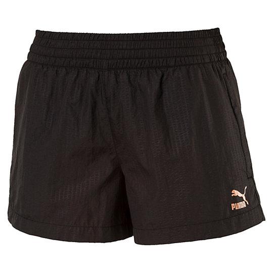 Шорты Evo Embossed ShortsШорты и комбинезоны<br>Шорты Evo Embossed Shorts<br>Знакомьтесь с коллекцией Evo. Она создана для повседневной носки, но высокотехнологичные детали, созданные для активного отдыха, добавляют ей спортивного шика. Эти шорты подойдут для любых занятий, а свободный покрой позволит надеть их на леггинсы.<br><br>Коллекция: Осень-зима 2016<br>Состав: 100% нейлон<br>Технологии: windCELL защитит от холодного ветра и поддержит температуру тела во время тренировки<br>Эластичный пояс с внутренним шнуром для регулирования посадки<br>Два боковых кармана на молнии<br>Сетчатые вставки в местах наибольшего тепловыделения улучшают циркуляцию воздуха<br>Логотип PUMA Archive на левом бедре<br>Страна-производитель: Гонконг<br><br><br>size RU: 42-44<br>gender: Female
