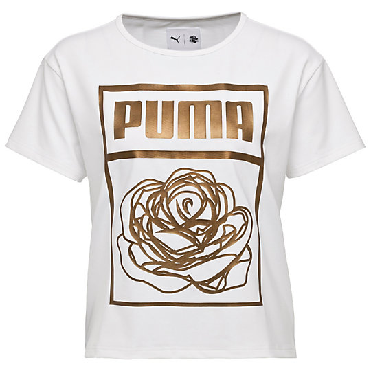Футболка PUMA X CAREAUX Logo TeeФутболки и майки<br>Футболка PUMA X CAREAUX Logo TeeСтильная футболка PUMA X CAREAUX Logo Tee. Цветочный принт от дизайнера CAREAUX в запоминающейся технике или логотип PUMA, составленный из роз, делают эту футболку поводом для общения и демонстрируют новый уровень графического дизайна одежды. Слегка укороченный силуэт добавляет интригу всей коллекции.Коллекция: Осень-зима 2016Состав: 88% полиэстер, 12% эластанСтрана-производитель: Китай<br><br>size RU: 40-42<br>gender: Female