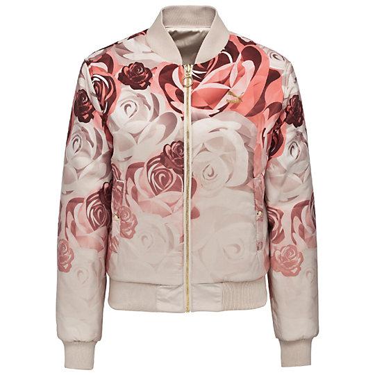 Куртка PUMA X CAREAUX Rev.Куртки, жилеты<br>Куртка PUMA X CAREAUX Rev. BomberДвухсторонняя куртка-бомбер PUMA x CAREAUX классического силуэта с золотой отделкой выглядит по-настоящему элегантной – но неповторимый женственный стиль состоит не только в этом. На лицевую сторону куртки нанесен нежный цветочный принт на приглушенном фоне, а изнаночная сторона из сатина напоминает лепестки розы и цветом, и тактильными ощущениями.Коллекция: Осень-зима 2016Состав: 100% полиэстерСтрана-производитель: Китай<br><br>size RU: 46-48<br>gender: Female