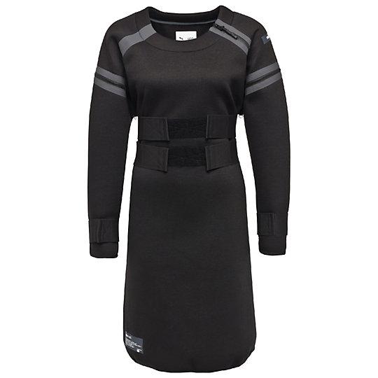 Платье PUMA X UEG DressПлатья<br>Платье PUMA X UEG DressС платьем PUMA x UEG Dress спортивная мода покорила новые вершины. По аналогии с дизайном обуви, эластичные бретели подчеркивают объемный силуэт из мягкой трехслойной ткани. Смелая модная отделка с фирменной символикой UEG Archive отражает влияние космических мотивов на дизайн коллекции, делая ее стиль неповторимым и уникальным.Коллекция: Осень-зима 2016Состав: 100% полиэстерСтрана-производитель: Китай<br><br>size RU: 42-44<br>gender: Female