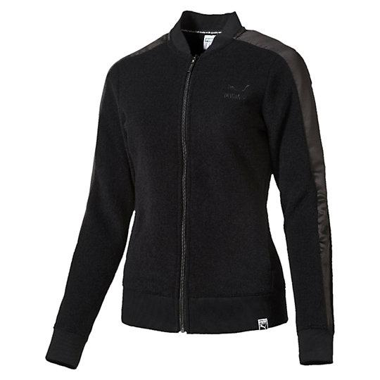 Куртка Winterized T7 Track JacketОлимпийки<br>Куртка Winterized T7 Track JacketНачиная с 1968 года, эта спортивная куртка из коллекции Т7 от PUMA была много раз замечена на церемонии вручения золотых медалей и светских вечеринках. Сохранив характерный стиль с 7-сантиметровыми полосами, современная версия этой легендарной теплой зимней олимпийки стала повседневной одеждой.Коллекция: Осень-зима 2016Состав:73% полиэстер, 27% вискозаБейсбольный воротникПолноразмерная застежка-молнияДва боковых карманаАтласные боковые вставки в стиле коллекции Т7Логотип PUMA Archive на груди слеваСтрана-производитель: Китай<br><br>size RU: 40-42<br>gender: Female