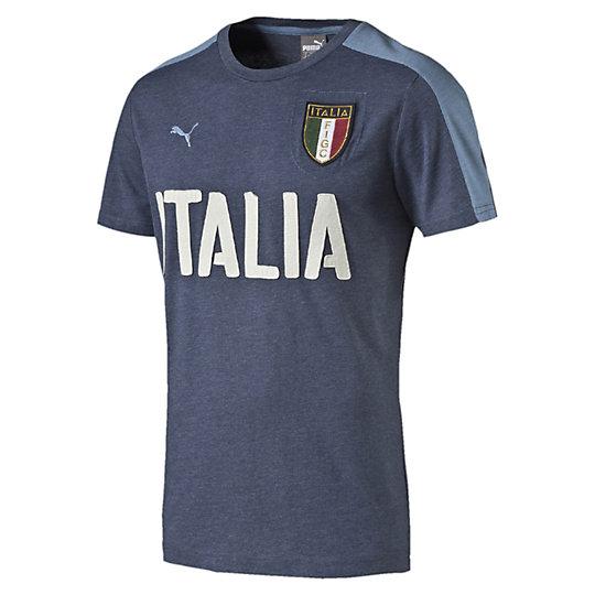 Футболка FIGC Italia Azzurri Graphic TeeФутболки и майки<br>Футболка FIGC Italia Azzurri Graphic Tee <br> Футболка FIGC Italia Azzurri Graphic Tee от Puma — футболка для самых верных поклонников итальянского футбола, которые гордятся, когда носят одежду в стиле команды и, таким образом, показывают свою преданность настоящему профессионализму любимых игроков национального сокровища в сфере спорта. Почувствуйте максимальный комфорт и стиль вместе с компанией Puma и командой FIGC. <br> <br>Коллекция: Весна-лето 2016 года.<br>Официальная вышитая Эмблема FIGC;<br>Надпись ITALIA через всю грудь;<br>Логотип PUMA;<br>Пропитанная ткань для комфорта;<br>Итальянский фасон.<br>Материал: 51% хлопок 49% полиэстер.<br><br><br>size RU: 44-46<br>gender: Male