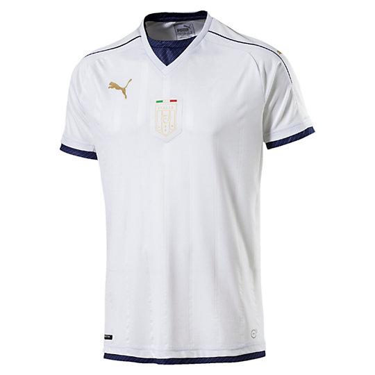 Футболка FIGC Italia TRIBUTE Away Shirt ReplicaФутболки и майки<br>Футболка FIGC Italia TRIBUTE Away Shirt ReplicaДизайн футболки 2016-17 разработан на основе комплекта для выездных матчей 2006 года и воспевает последний успех сборной Италии на Чемпионате мира. Эта футболка выполнена в белом цвете с темно-синей окантовкой. В этой обновленной версии TRIBUTE сохранена уникальная структура воротника оригинальной версии 2006 года. Коллекция: Осень-зима 2016Состав: 100% полиэстер; влагоотводящая обработка на основе биотехнологийТехнологии: dryCell выводит влагу наружу, сохраняя сухость и комфорт во время тренировкиВид спорта: ФутболЦвет: белыйСетчатые вставки под рукавами улучшают циркуляцию воздухаСетчатые вставки PUMA Formstrip на плечахТканый официальный логотип FIGC в монохромном исполненииКлассический покрой<br><br>color: белый<br>size RU: 48-50<br>gender: Male