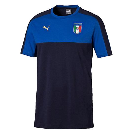Футболка FIGC Italia TRIBUTE 2006 Badge TeeФутболки и майки<br>Футболка Italia 2006-2016 TRIBUTE Badge T-Shirt<br>Хлопковая футболка 2006-2016 TRIBUTE выпущена в честь победы сборной Италии в 2006 году на Чемпионате мира в Германии.<br><br>Коллекция: Осень-зима 2016<br>Состав:100% хлопок<br>Вид спорта: ФутболЦвет: синий<br>Принт с официальным значком FIGC на груди, графический принт на спине<br>Круглый вырез<br>Классический покрой<br>Страна-производитель: Турция<br><br><br>size RU: 44-46<br>gender: Male