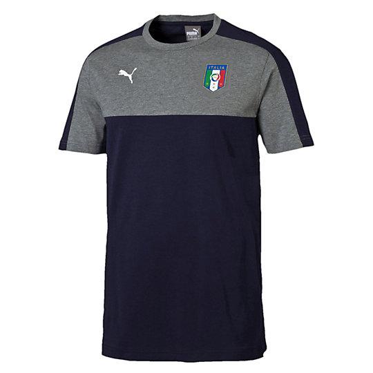 Футболка FIGC Italia TRIBUTE 2006 Badge TeeФутболки и майки<br>Футболка Italia 2006-2016 TRIBUTE Badge T-Shirt<br>Хлопковая футболка 2006-2016 TRIBUTE выпущена в честь победы сборной Италии в 2006 году на Чемпионате мира в Германии.<br><br>Коллекция: Осень-зима 2016<br>Состав:100% хлопок<br>Вид спорта: ФутболЦвет: синий<br>Принт с официальным значком FIGC на груди, графический принт на спине<br>Круглый вырез<br>Классический покрой<br>Страна-производитель: Турция<br><br><br>color: синий<br>size RU: 52-54<br>gender: Male