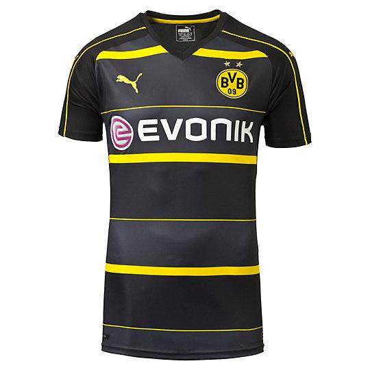 Футболка BVB Away Replica ShirtФутболки и майки<br>Футболка BVB Away Replica ShirtНовая футболка «Боруссии» Дортмунд для выездных игр в сезоне 2016–2017, сочетающая цвета черного дерева, черный и ярко-желтый, выглядит свежо и модно. История и индивидуальность клуба воплощены в каждой модели официальной лицензированной коллекции футбольной одежды PUMA, которую с гордостью носят как фанаты, так и игроки — на матчах и на отдыхе. Высокотехнологичные материалы отводят влагу наружу, сохраняя сухость и комфорт во время тренировки.Коллекция: Осень-зима 2016Состав: 100% полиэстер; финальная влагоотводящая обработка на основе биотехнологийТехнологии: dryCELLВид спорта: ФутболЦвета: черныйСетчатые вставки под рукавами улучшают циркуляцию воздухаТканый официальный логотип BVBПринт на груди, выполненный методом сублимационной печатиКлассическая посадкаСтрана-производитель: Турция<br><br>color: черный<br>size RU: 50-52<br>gender: Male