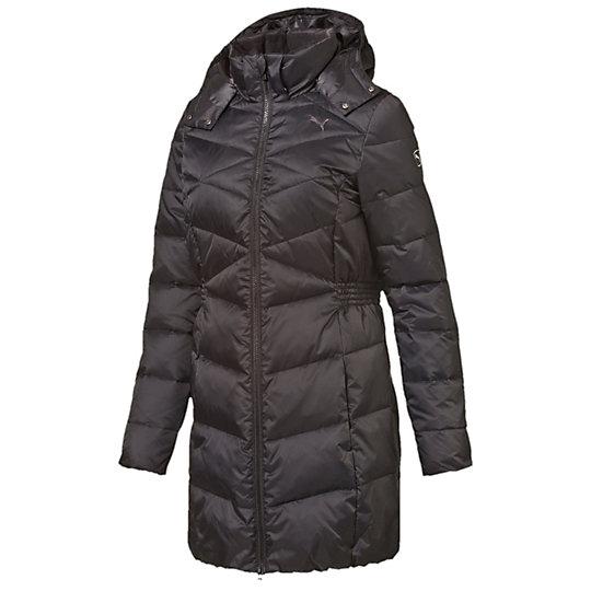 Пальто ESS Down Coat WКуртки, жилеты<br>Пальто ESS Down Coat W Женственное стильное пальто ESS Down Coat W, хорошо сохраняющее тепло, обеспечит вам комфортное пребывание на улице в прохладное время года. Модель дополнена капюшоном, который крепится к воротнику невидимыми кнопками и при необходимости легко отстегивается. Благодаря частично эластичному поясу обеспечивается комфортная посадка. В пальто с вышитым логотипом PUMA Cat вы всегда будете выглядеть современно и модно.Сезон: осень-зима 2015 годаСостав: 100% нейлонСохранение тепла и обеспечение легкости благодаря наполнителю из натурального пухаВнутренний карман для смартфонаБоковые карманы, расположенные в швах, закрываются на кнопку, тем самым надежно защищают ваши вещиВысокий воротник с флисовой подкладкой предотвращает попадание ветра<br><br>color: черный<br>size RU: 46-48<br>gender: Female