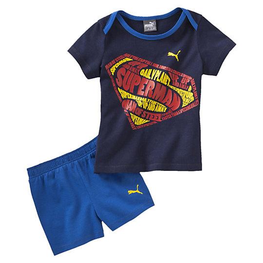 Комплект FUN Superbaby SetОдежда<br>Комплект FUN Superbaby SetКомплект FUN Superbaby Set от Puma - это красочный и необычный детский комплект из футболки и шорт, который очень понравится вашему малышу и он не захочет расставаться с ним. На темно-синей футболке отпечатано изображение знака Супермена, мультфильмы о котором так нравятся всем мальчишкам. Принт нанесен надежным методом пигментации и его можно стирать в стиральной машинке. Также на обеих деталях комплекта нанесен маленький принт с логотипом Puma. Коллекция: Весна-лето 2016 Графический принт с логотипом Puma Графический принт с логотипом Супермена Пояс на резинке Просторная горловина Материал: 100% хлопок<br><br>size RU: 104<br>gender: Unisex