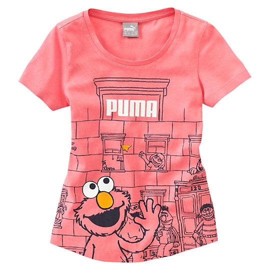 Футболка Sesame Street Girls' T-ShirtОдежда<br>Футболка Sesame Street Girls' T-Shirt<br> Милая футболка Sesame Street марки PUMA добавит красок и веселья в гардероб маленькой модницы.<br><br>Коллекция: Осень-зима 2016<br>Состав: 100% хлопок; влагоотводящая обработка на основе биотехнологий<br>Круглый вырез<br>Страна-производитель: Бангладеш<br><br><br>size RU: 98<br>gender: Girls